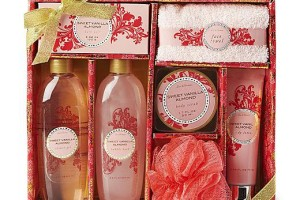 $4.99 7- Piece Bath Care Set 2 Scents Available Reg. $19.99!!! (FREE Store P/U)